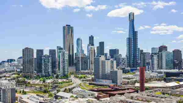 Outer Melbourne suburbs rising but investor options may lie closer to town